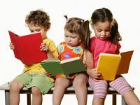 Акция «Читательский зал под открытым небом.  С книгой на скамейке»
